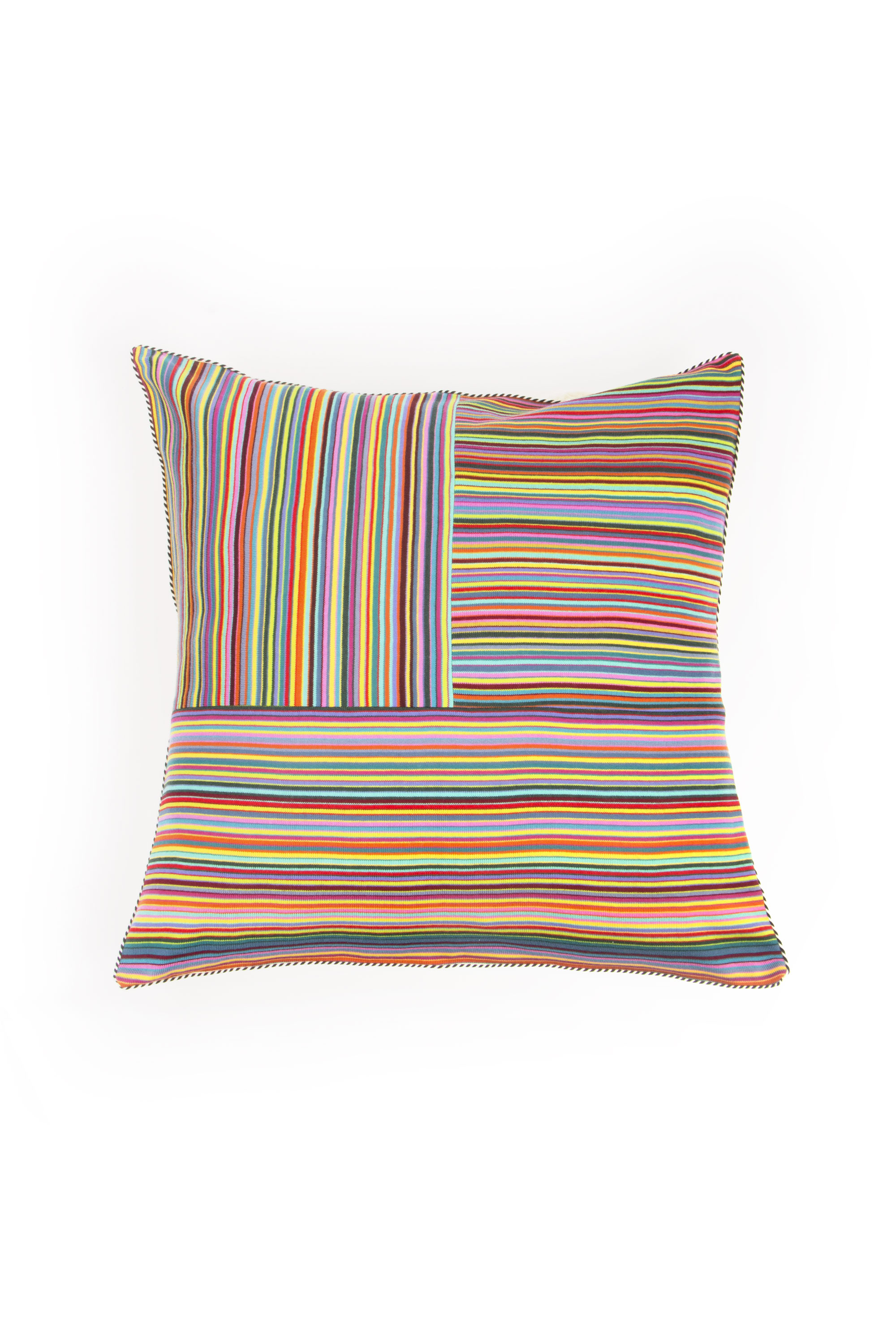 Knitted cushion with stripes solo