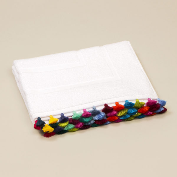Bath mat with Solo Pompons